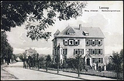 Das von Arthur Schmidt erbaute Alumnat an der Hackenberger Straße.