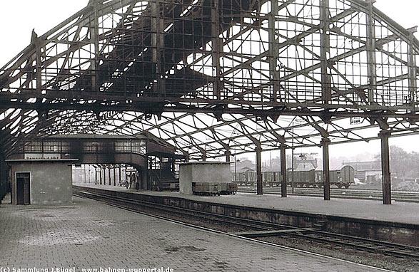 Im Krieg zerstört: Die Halle des Remscheider Hauptbahnhofs. Foto: BD Wuppertal, Sammlung Joachim Bügel