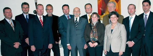 Der neue MIT-Gesamtvorstand - Vorsitzender Henner Blecher als 4.v.r. - mit den Gästen der Mitgliederversammlung (3.v.r.: NRW-Justizministerin Roswitha Müller-Piepenkötter / 1.v.l.: Jochen Siegfried, Vorsitzender der CDU-Ratsfraktion)