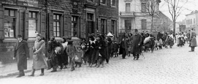 Foto von der Deportation Remscheider Sinti und durch die Freiheitstraße.
