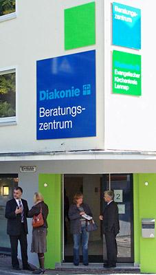 Hier fällt man förmlich hinein, so zentral gelegen ist das neue Beratungszentrum. Foto: Lothar Kaiser