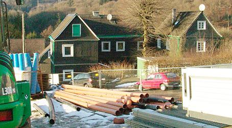 Dieses alte bergische Fachwerk-Ensemble an der Dreiangelstraße in Hasten wird nach den Plänen der Verwaltung demnächst inmitten eines Gewerbegebietes liegen. Foto: Lothar Kaiser