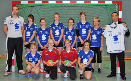 Handballspielerinnen mit Sana-Trikots in der Verbandsliga ...  Handballspieler...