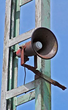 Lautsprecher auf dem Gelände des Remscheider Hauptbahnhofs. Foto: Lothar Kaiser