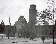 Das Remscheider Rathaus, von Bomben zerstört.