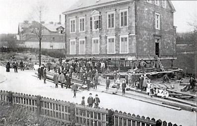 1905 wurde ein ganzes Haus aus Richtung Schlachthofstraße um 18 Meter in die Karlstraße verschoben.
