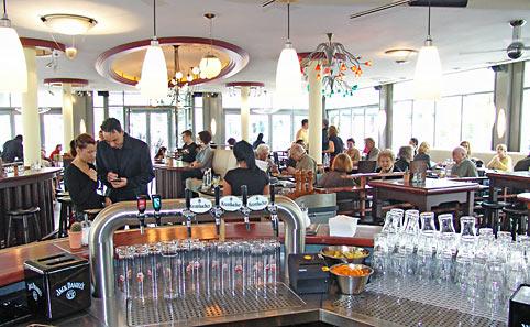Heute eröffnete am Maerkt das neue 'Timescafé'. Foto: Lothar Kaiser