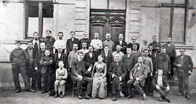 Erbschloe-Belegschaft um 1900 - Repro: Fa. Erbslöh