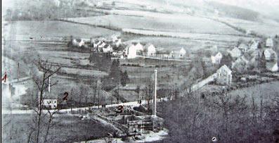 Ganz links (1) Hammerwerk Grimm; halb links (2) der Untere Clarenbacher Hammer und Bildmitte unten (3) der Bau der Firma Peiseler. Repro: G. Schmidt