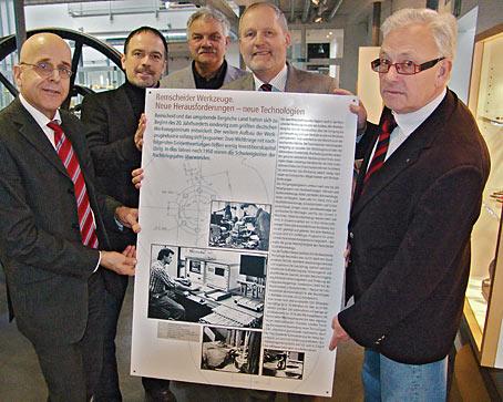 Im Bild von links nach rechts: Museumsleiter Dr. Urs Diederichs, Jens Peter Albrecht, der stellv. Museumsleiter Ulrich Hortz, Jörg Koch to Krax und Gernot Tödt. Foto: Lothar Kaiser