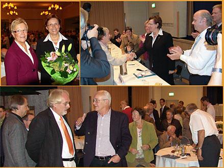 Elke Rühl eine Minute nach Verkündung des Wahlergebnisses. Blumen von Bürgermeisterin Monika Hein. Die erste Gratulantin war Thea Jüttner (Bild rechts). Unteres Bild: Zur Abstimmung mussten sich die CDU-Mitglieder zu Wahlkabinen begeben. Links der CDU-Fraktionsvorsitzende Karl Heinz Humpert im Gespräch.