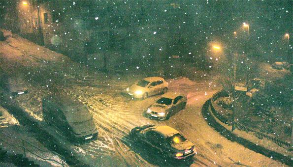 Ohne Winterreifen läuft nichts im Januar 2010 mehr auf dem Krem,enholl.. Foto: Harald Neumann
