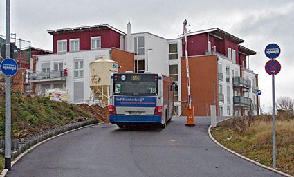 Eigentlich soll sich die Schranke nur für Busse öffnen - ist zurzeit noch ständig oben. Foto: Lothar Kaiser