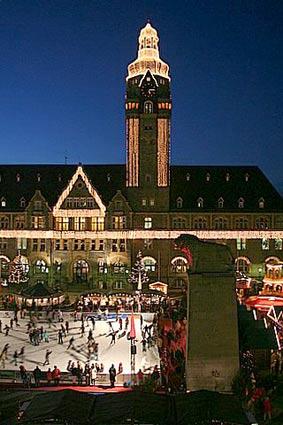 Das Remscheider Rathaus im Weihnachtslook      (Foto: Hans-Georg Müller)