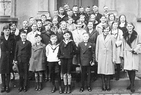 Das nachstehende Bild zeigt den Schüler Erich Isaak (1. Reihe, 3. von links).