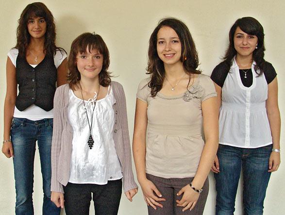 Die vier neuen Remscheider START-Stipendiatinnen des Jahres 2008, von links Gizem Döngelci, Dzenana Bajramovic, Nermin Kolbasi und Aylin Ünal. Archivfoto: Lothar Kaiser