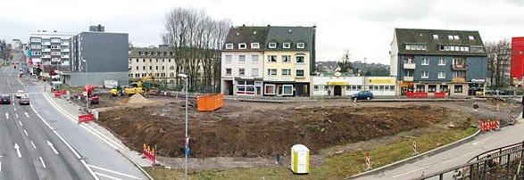 Noch ist nicht zu erkennen, wie der Südstadtplatz an der Bismarckstraße künftig aussehen soll. Foto: Lothar Kaiser