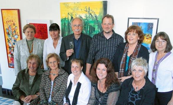 """Die Mitglieder der Gruppe 'Werkhaus"""", die seit heute im Remscheider Rathaus ausstellen. Foto: Lothar Kaiser"""