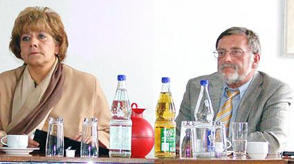 OB Wilding und Stadtplaner Hand Gerd Sonnenschein auf ihrer heutigen Pressekonferenz. Foto (M): Lothar Kaiser