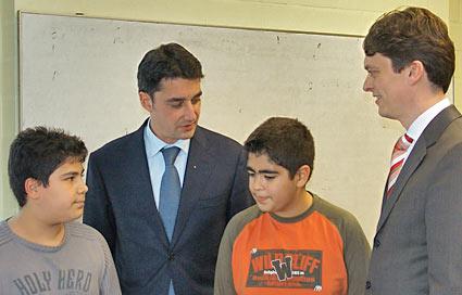 Von links rech rechts: Serdar Bahar, WiJu-Vorstandsmitglied Dr. Peter Neu, Bugra Alanbay und Alexander Holthaus. Foto: Lothar Kaiser