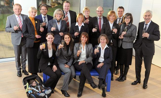 14 Mitarbeiter/innen der Volksbank feierten 2014 ihr ...  14 Mitarbeiter/...
