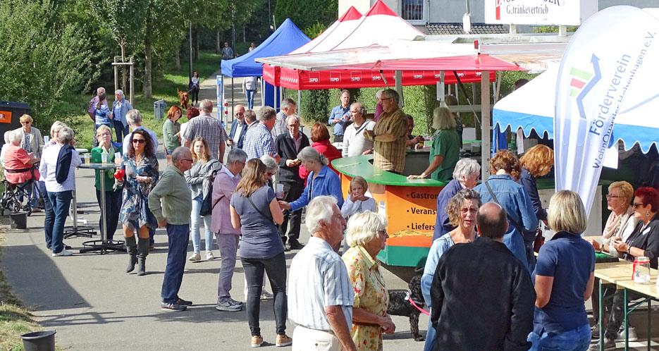 33556e568d6a09 Sommerfest auf dem Hohenhagen: Kleines Frühscvhoppen am Sonntag nach dem  Gonnesdienst. Foto: Lothar