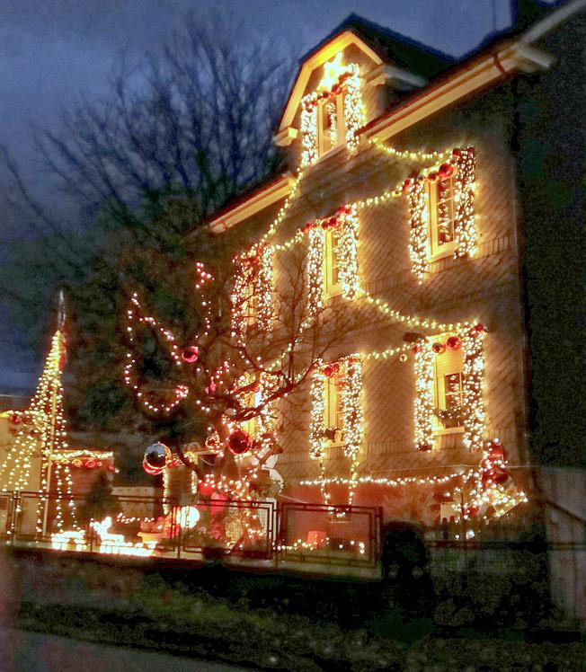 Weihnachtsdeko Straßenbeleuchtung.Waterbölles
